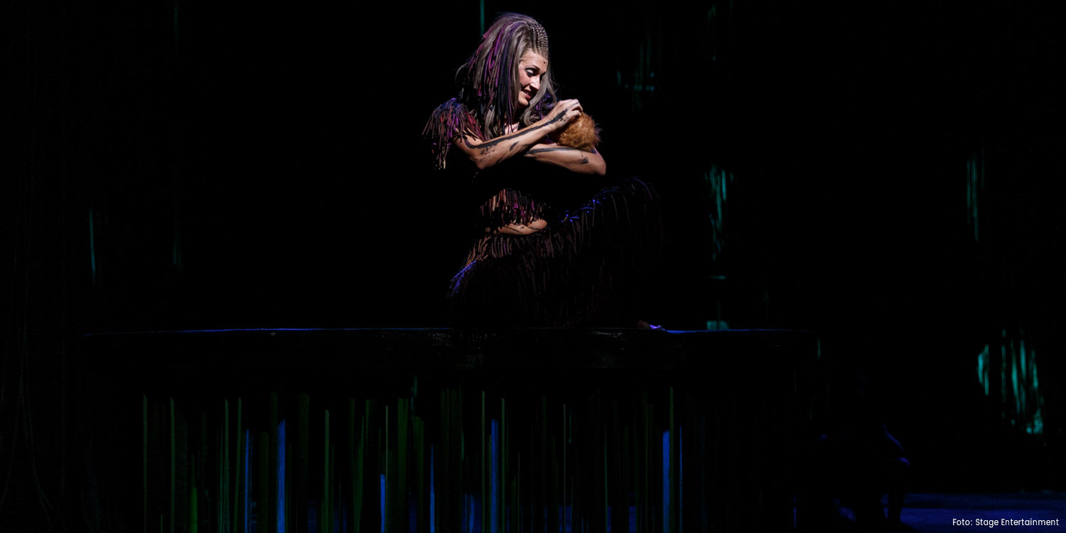 Melanie Ortner-Stassen als Kala in Disneys TARZAN © Stage Entertainment / Morris Mac Matzen